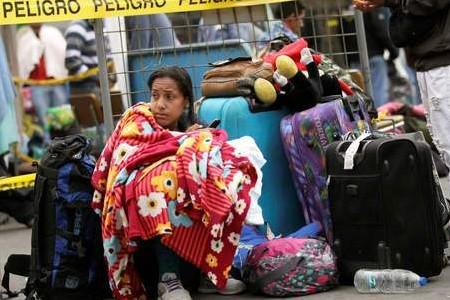 Cerca de 1.200 venezuelanos deixam o Brasil após tumulto em Roraima
