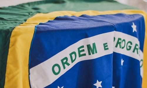 Dia da Bandeira: como as cores do símbolo brasileiro foram reinterpretadas para apagar ligação com a monarquia