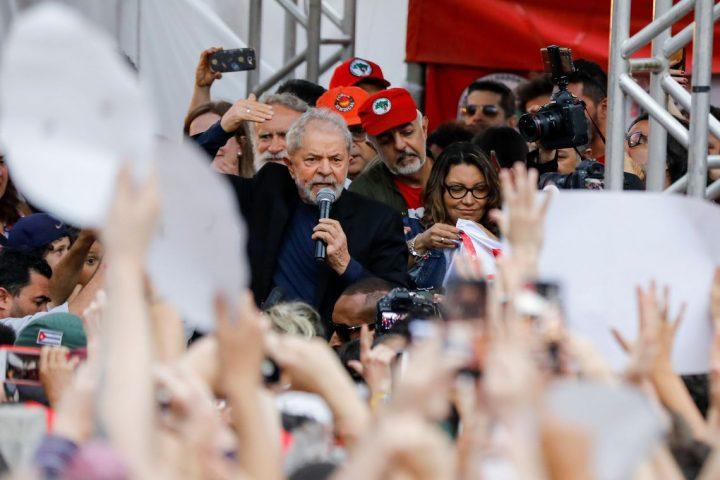 Lula faz pedido a Luciano Huck durante voo no jatinho do apresentador